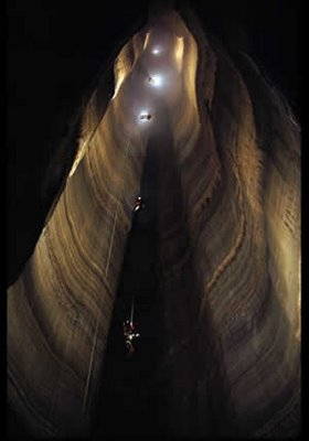 fantastic cave pit eua