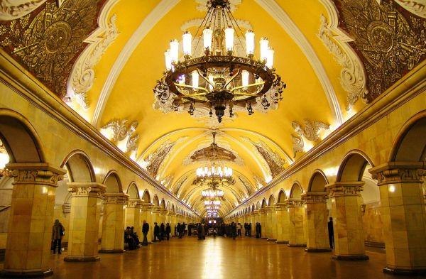 O metrô mais lindo do mundo- Moscou (1/6)