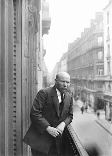 Albert Kahn au balcon de sa banque