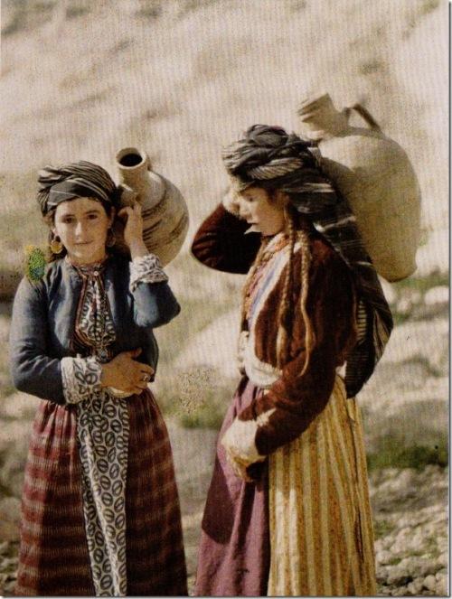 meninas_curdas_thumb[1]