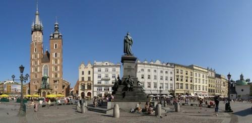 Praça-do-Mercado-Cracóvia-Polónia.-617x302